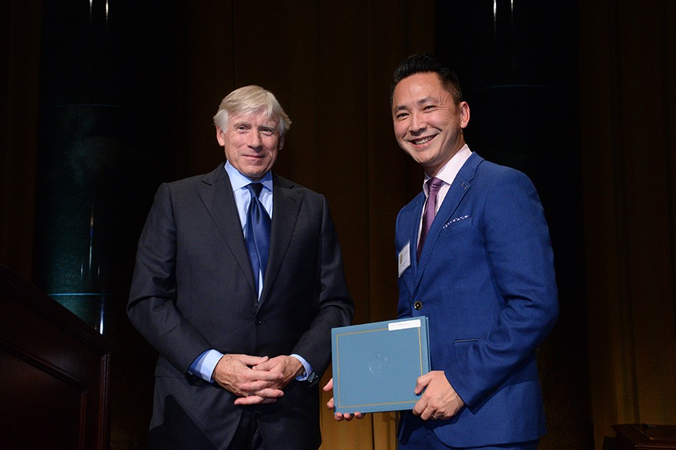 Columbia University President Lee C. Bollinger (left) presents the 2016 Fiction Prize to Viet Thanh Nguyen.
